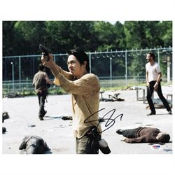 Steven Yeun The Walking Dead Signed Authentic 11X14 Photo PSA/DNA #V20410